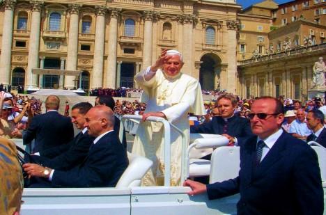 Odstoupením papeže Benedikta XVI. se údajně naplnila starodávná děsivá věštba.
