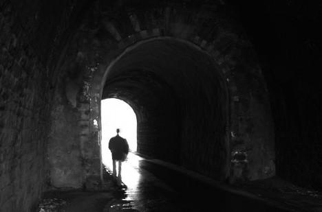 Světlo na konci tunelu je notoricky známým znakem zážitků blízké smrti.