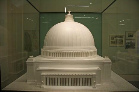 Ohromná budova muzea se v očích nacistů měla stát centrem evropské kultury, tedy té schvalované nacisty.