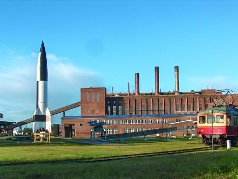 Obávaná německá raketa V2 se mohla stát předstupněm pro první raketový nosič jaderné hlavice.