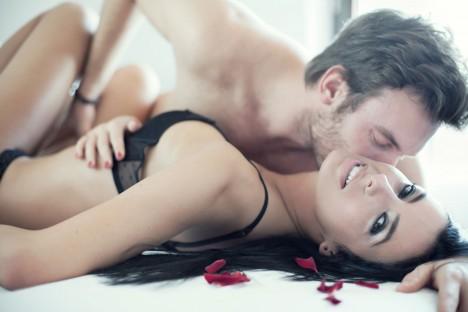 Podle sexuologů poskytuje sex v manželství mnohem větší uspokojení než je tomu u takzvaných singles.