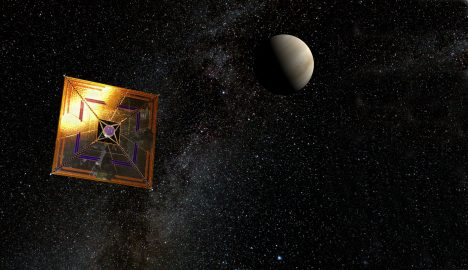 První sluneční plachetnicí byla sonda IKAROS Japonské vesmírné agentury. Sonda byla vynesena na oběžnou dráhu a 10. června 2010 vyplula směrem k Venuši. Té dosáhla 8. prosince 2010.