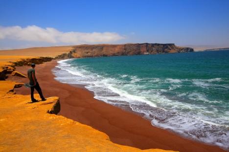 Oblast Paracas, kde byly podivné protáhlé lebky objeveny, je pustým pouštním krajem na peruánském pobřeží.