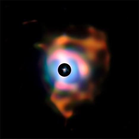 Patří k jedné z mála hvězd, kterou se podařilo vyfotografovat pozemními i vesmírnými dalekohledy jako disk, ne pouze jako jasnou skvrnu.