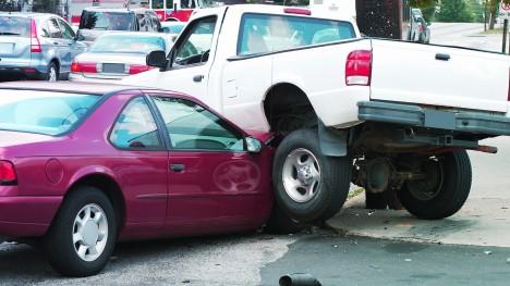 Výzkum vědců z birminghamské univerzity prokázal, že řidiči-leváci mají více dopravních nehod než jejich pravorucí kolegové.