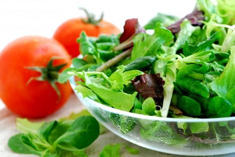 Daleko lepší je dát si pozor na složení stravy než se stresovat tím, jaké vitamínové doplňky a v jakém množství vlastně můžete užívat.