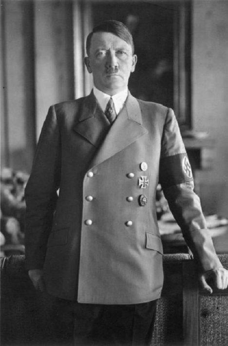 Hitler svěří těžký úkol kapitánovi ze zvláštních jednotek SS.