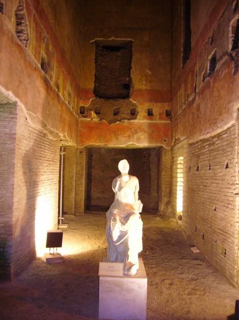 Interiér Zlatého paláce si přes probíhající rekonstrukce může prohlédnout veřejnost.