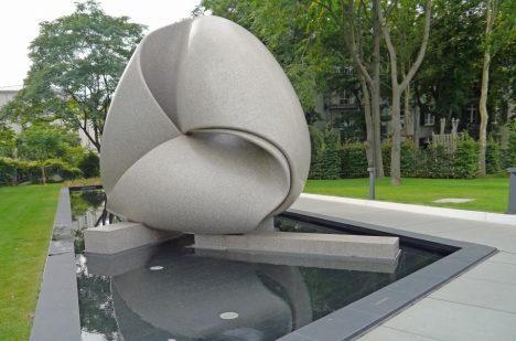 Skulptura ve Frankfurtu.