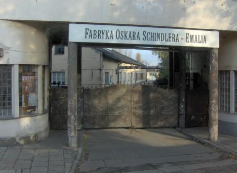 Krakovská továrna na smaltované výrobky. Dělníky z ní přesune Schnidler do Svitav.