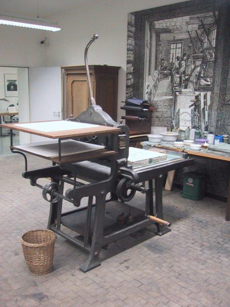 Litografický lis se pro umělecké tisky používá ještě dnes.