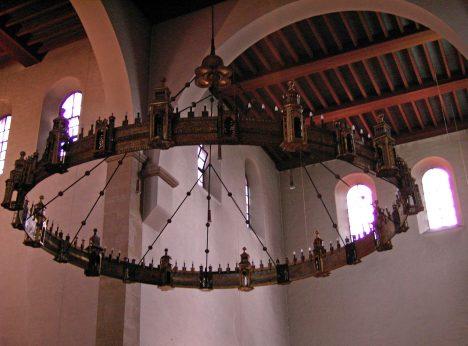 Lustr z katedrály v německém Hildesheimu, vyrobený v letech 1055–1065, je jedním ze čtyř největších středověkých otonských svítidel v Německu a Francii.