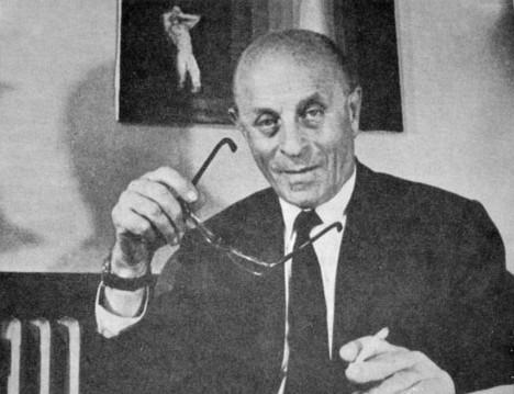 Maďarský vydavatel Laszlo Biro má vztek, že inkoustová pera dělají kaňky. Proto vymýšlí psací potřebu, která by takové nectnosti neměla.