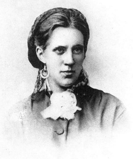 Manželka Anna Dostojevská dostane příkaz přivolat k poslední hodině svého muže kněze.
