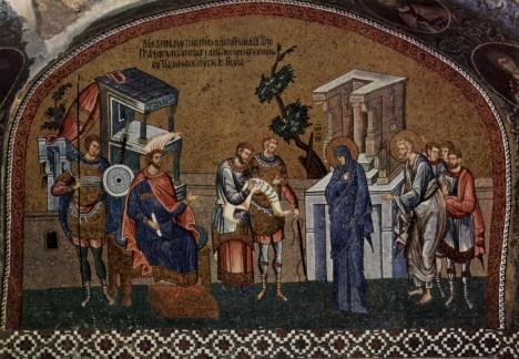 Marie s Josefem se také hlásí ke sčítání lidu. Předstupují před místodržícího Quirinia.