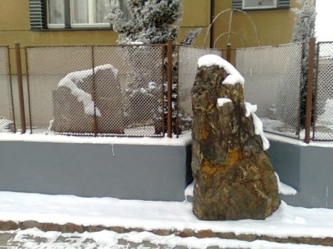 Jediný pravý menhir v Praze.