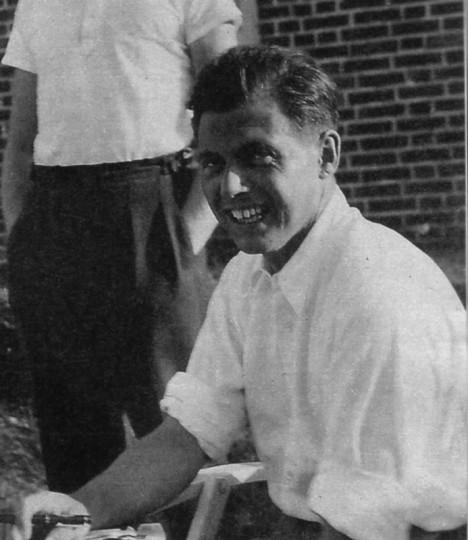 Osvětimský lékař Josef Mengele chce, aby se rodilo co nejvíc rasově čistých dětí.