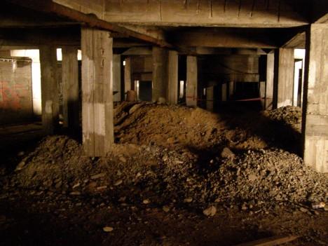Podzemí pod bývalým pomníkem na Letné. Stav z dubna roku 2014.