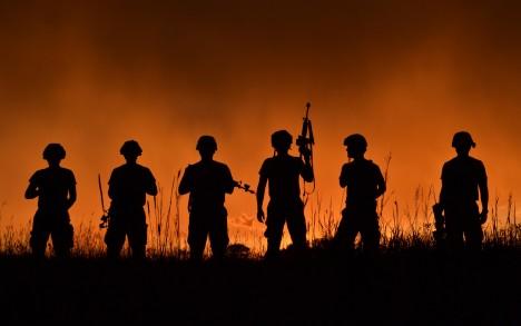 Pokud by byl voják zasažen nepřátelskou střelou, jeho oblek ji dokáže odrazit. Pokud by byl přece jen zraněn, uniforma zabrání vykrvácení a zároveň jsou do organismu uvolněny potřebné léčivé látky.