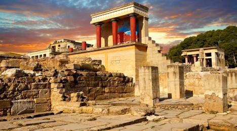 Schliemann má dobrý odhad. Kdyby získal na Heraklionu pozemek, objevil by palác v Knóssu.