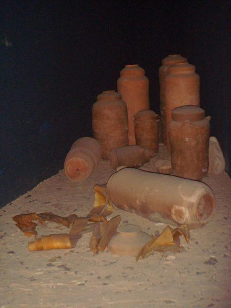 V poslední jeskyni se našly pouze nádoby a obaly.