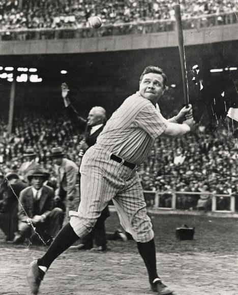 Svým milovaným baseballem si George Ruth vydělává ohromné peníze. V platu dokonce trumfne i hlavu státu.