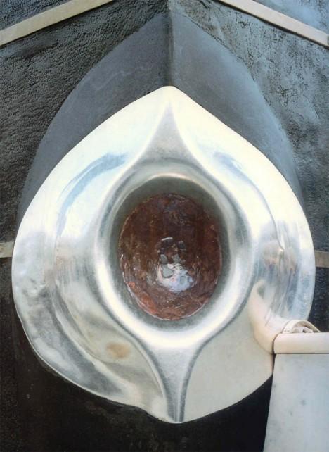Tajemný černý kámen měří v průměru 30 cm. Možná jde ve skutečnosti o meteorit!