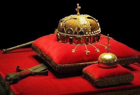 Uherské korunovační klenoty byly zřejmě vytvořeny v období Bélovy vlády nebo krátce po ní.