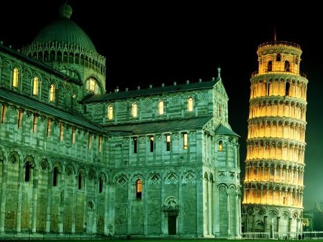 V noci vypadá stavba skutečně úchvatně.
