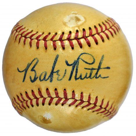 Za míček s Ruthovým podpisem sběratelé ochotně platí ohromné peníze.