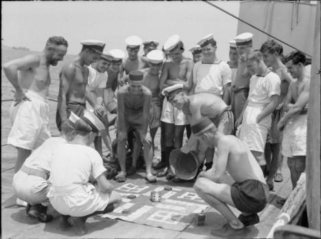 Známou hrou se baví i nejenom ranění za 1. světové války, ale i britští námořníci ve 2. světové válce.