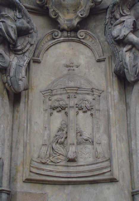 Zpověď královny Žofie, reliéf z pomníku sv. Jana Nepomuckého v polské Vratislavi. Královniným zpovědníkem se stal Jan Hus.