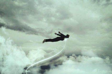 Lidé popisují, že během astrální projekce dokázali i létat.
