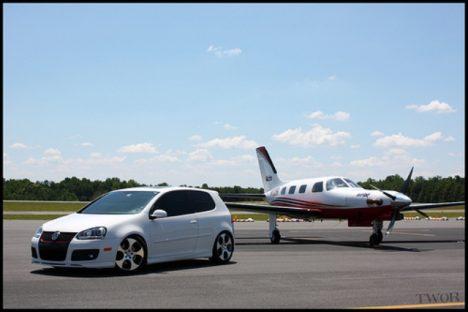auta a letadla