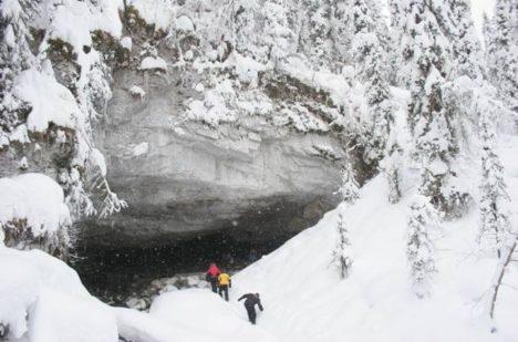 Našli vědci ve velké jeskyni stopy sněžného muže?