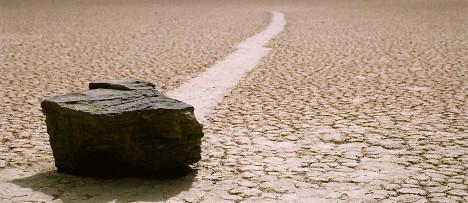 Kameny, které se samy od sebe pohybují?