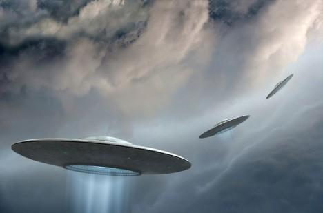 Ze zóny přichází každý rok několik hlášení o pozorování létajících talířů.