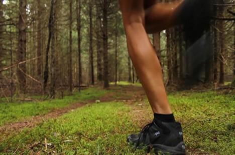 Muže spatřilo několik lidí, kteří si šli do lesa zaběhat.