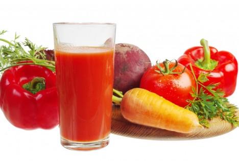 1.Vraťte tělu ztracené tekutiny co nejdřív Třeští vám hlava? Máte v ústech jako na poušti? To proto, že tělo při konzumaci alkoholu ztratí spoustu tekutin. A ty je třeba doplnit. Důležité je ovšem vědět jak. Káva a černý čaj nejsou to pravé. Lepší je voda s vymačkaným citrónem. Zkuste i zeleninový vyprošťovák. Nakrájejte půlku salátové okurky, kousek celeru a červenou papriku. Přidejte bazalku a deci rajské šťávy. Rozmixujte, opepřete a dolejte minerálkou.