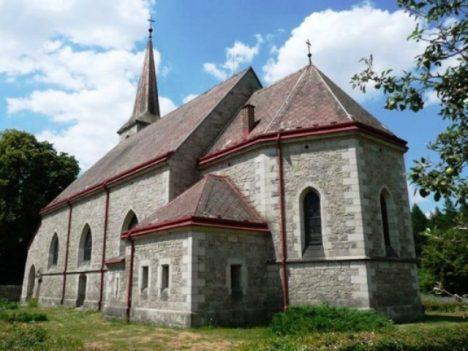 kostel v Mukařově