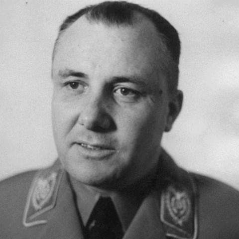 Martin Bormann organizoval přepravu pokladu.