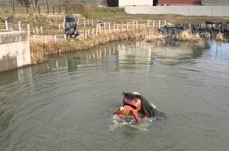 Kappu najdete v japonských jezerech a rybnících často alespoň v podobě sochy.