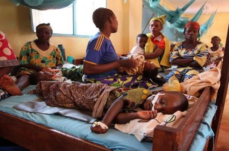 Malárie zabije každoročně kolem milionu lidí.