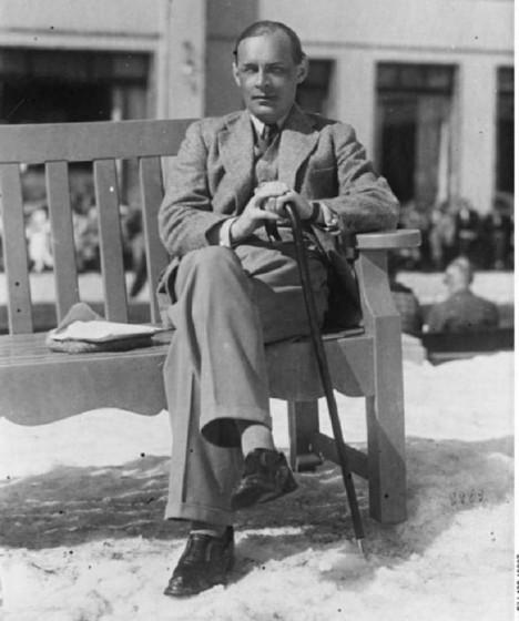 Před nacistickým Německem se Remarque ukrývá nejprve ve Švýcarsku, poté v USA.