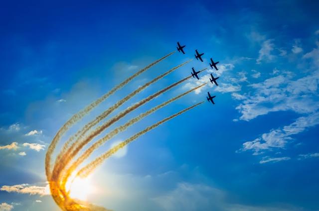 Podle konspiračních teoretiků letadla vypouštějí například baryum nebo bauxit.