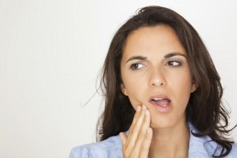 Dutiny v oblasti čelisti sousedí s kořeny zubů. Při zánětu dutin vás tak mohou bolet právě i zuby.