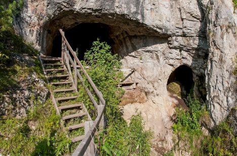Děnisova jeskyně patří mezi ty prozkoumané. Poklady se však podle archeologů mohou ukrývat pod jejím povrchem.