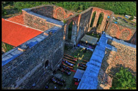 Dnes je klášter místem, kde se pořádají prohlídky i kulturní akce. Zvláštní atmosféra ale nezmizela.