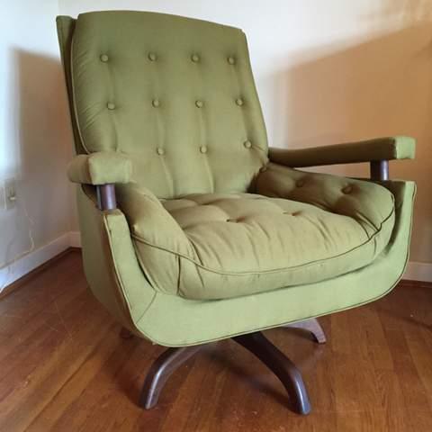 Astounding Mid Century Modern Swivel Rocker With Walnut Accents Epoch Machost Co Dining Chair Design Ideas Machostcouk