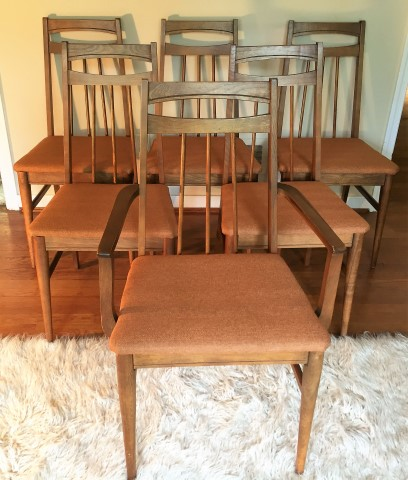 Superbe Mid Century Modern Danish Style Chairs Newly Upholstered